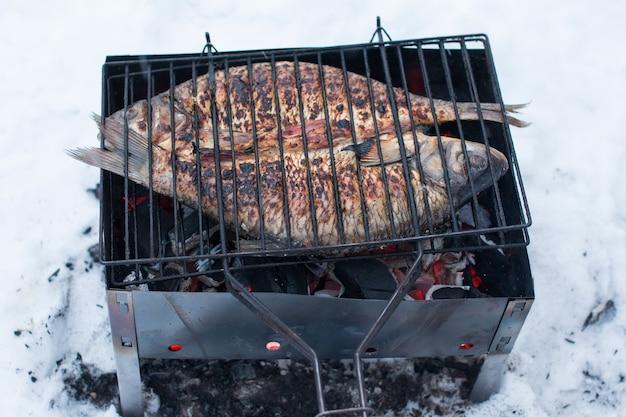 火の上の魚