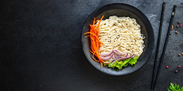 Рыба, рисовая лапша или пшеничная целлофановая паста, морепродукты, лосось, пескетарианская диета
