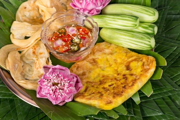 Рыба roti mataba (заполненная роти). тайские десерты