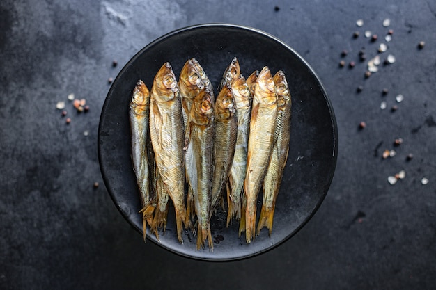 Рыба сардина шпроты копченая или соленая скумбрия из морепродуктов омега