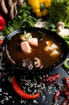 Рыбный тофу и грибной суп в миске