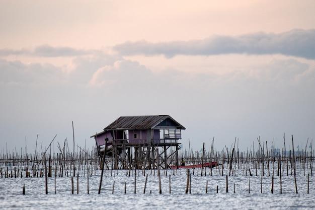 チョンブリ県海の漁師小屋