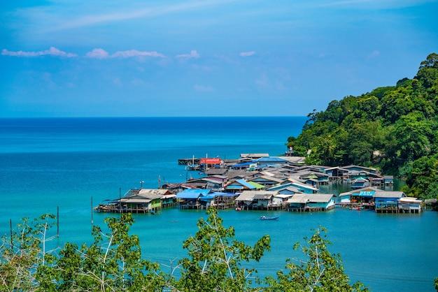 태국 남동부 코쿳의 조감도에서 바라본 어부 마을.