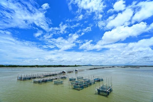 Рыбацкая деревня в тайском море, к востоку от таиланда