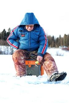 湖の漁師の冬