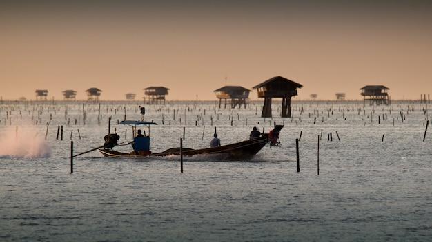 Fishermen are returning to shore.