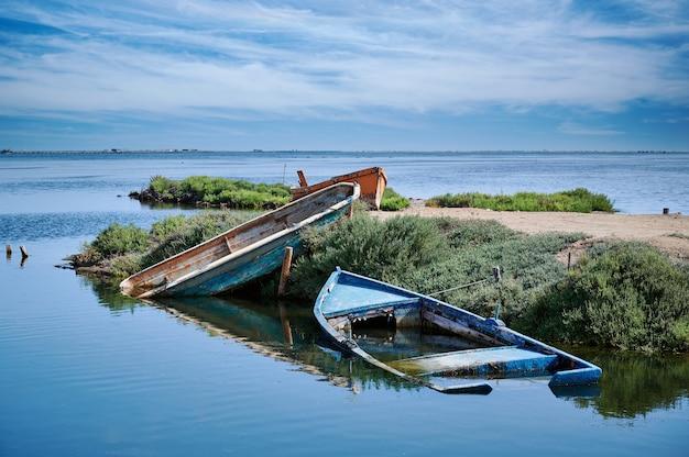 Ebro delta의 어부의 보트