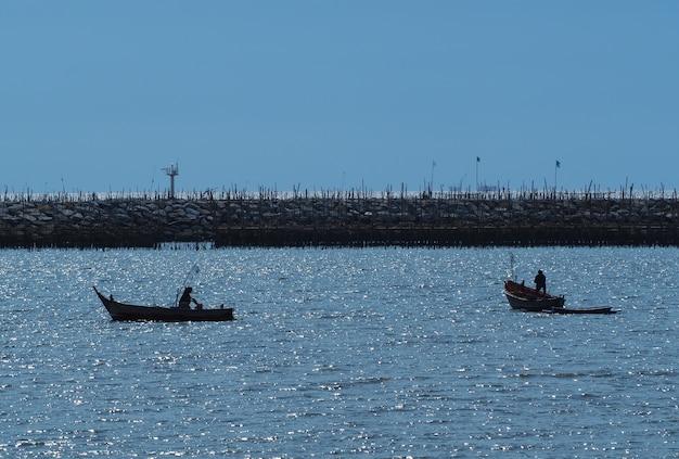 海の釣り船
