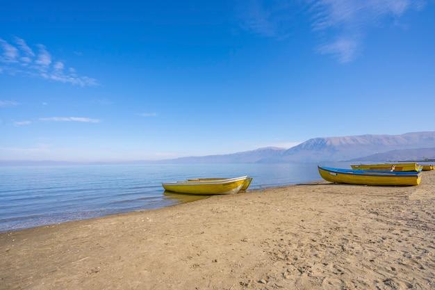 オフリド湖ポグラデツの漁船