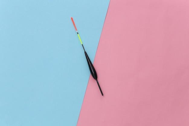 ピンクブルーのパステルカラーの背景に浮き釣り。 。ミニマリズム