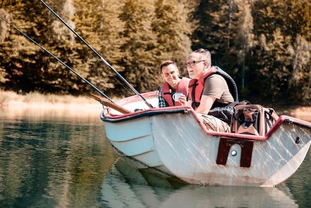 釣りは彼らの一般的な趣味です
