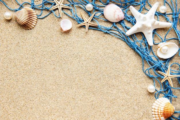 모래 해변에서 그물 낚시