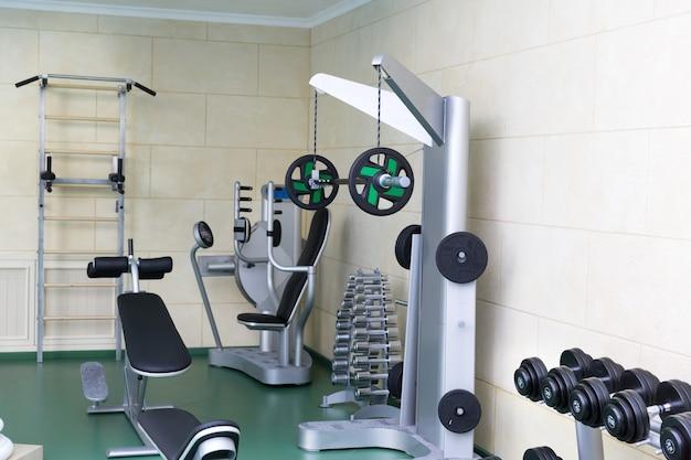 Фитнес-клуб тренажерный зал