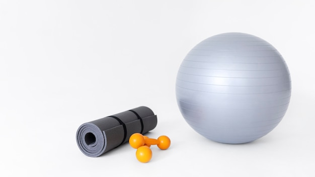 Disposizione degli oggetti dell'attrezzatura per il fitness