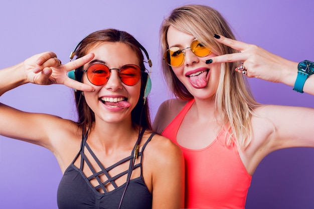 Fitness girls send air kiss and taking self portrait by mobile phone