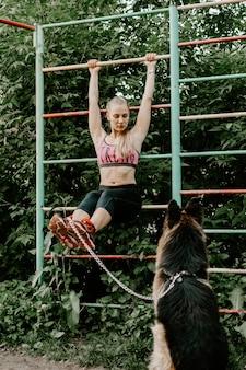 新鮮な空気の中でのフィットネス、屋外トレーニング