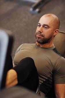 Фитнес в тренажерном зале