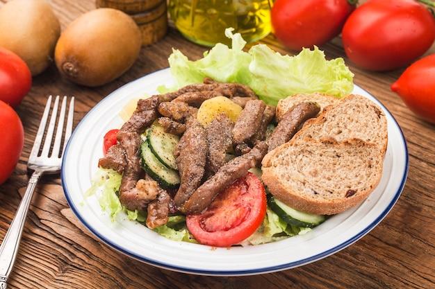 피트니스 식사 쇠고기와 야채 샐러드