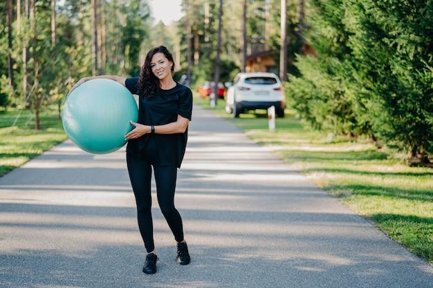 Концепция фитнеса, спорта и здорового образа жизни