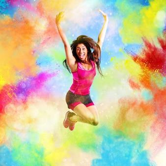 フィットネスの先生は夏の色のスプラッシュにジャンプします