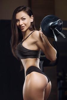 휘트니스 여자 엉덩이, 다리 근육을 펌핑