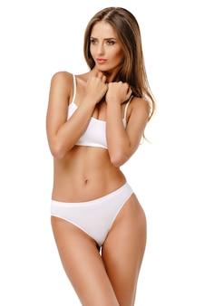 Молодая женщина фитнеса с красивым телом