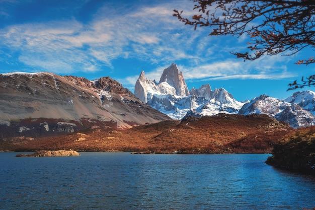 Гора fitz roy в национальном парке лос glaciares, провинции санта-крус, патагонии, аргентине.