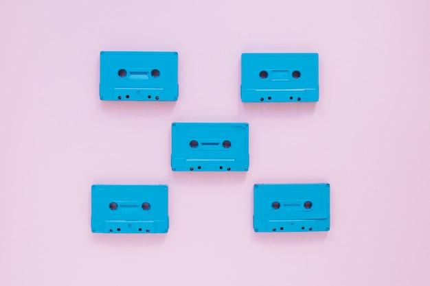 Пять компактных кассет