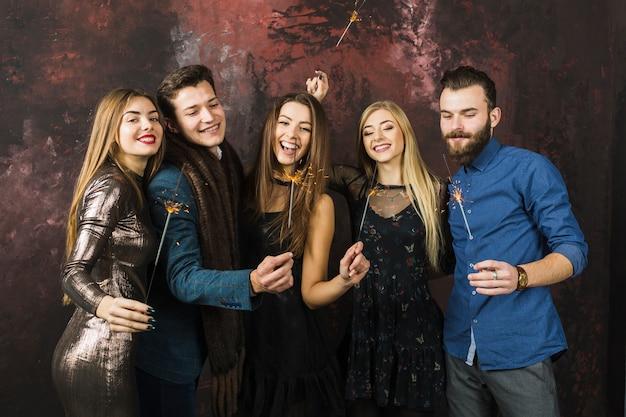 Пять друзей празднуют 2018 год