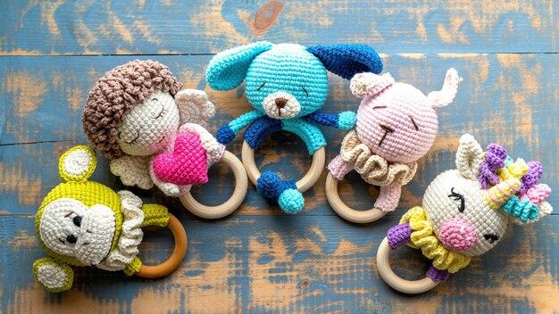 아이들을위한 5 개의 수제 니트 장난감. 평면도