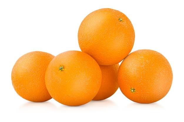 격리 된 흰색 배경에 5 개의 전체 오렌지