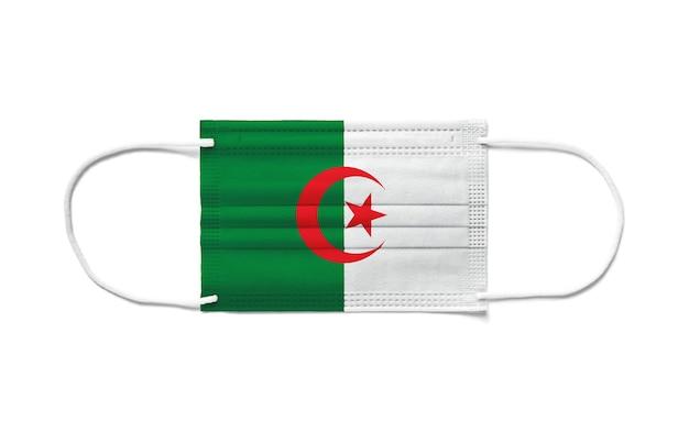 使い捨てサージカルマスクのアルジェリアの旗。分離された白い背景