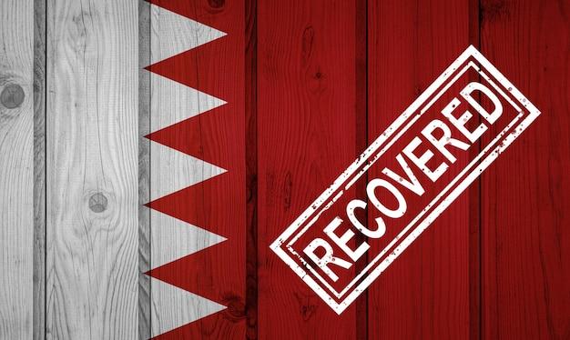 Флаг бахрейна, который выжил или оправился от инфекций, вызванных эпидемией коронавируса или коронавируса. флаг гранж с печатью восстановлено