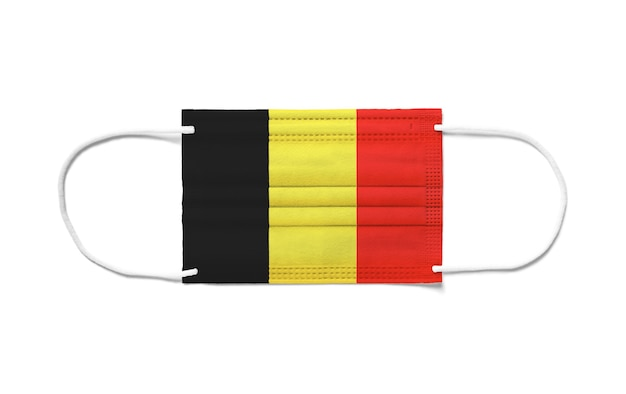使い捨てサージカルマスクのベルギーの旗。分離された白い背景