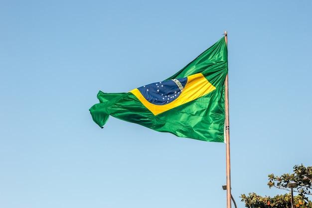 브라질 리우데자네이루 야외에서 브라질 국기.