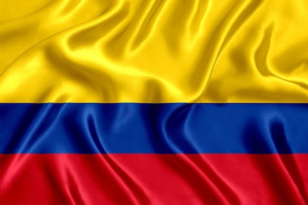 콜롬비아 실크 근접 배경의 국기