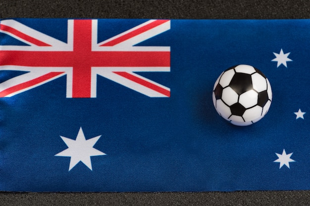 Флаг содружества австралии и маленький игрушечный мяч