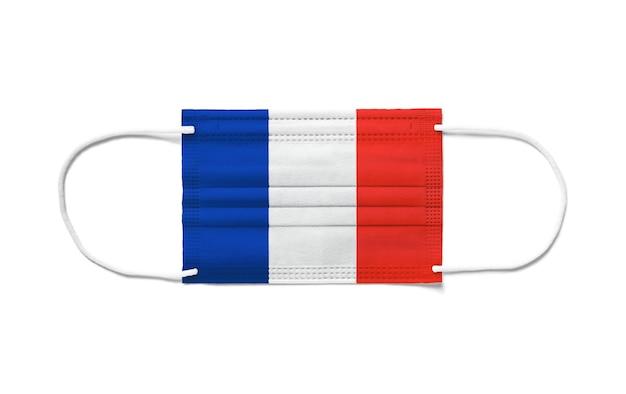 使い捨てサージカルマスク上のフランスの旗。分離された白い背景