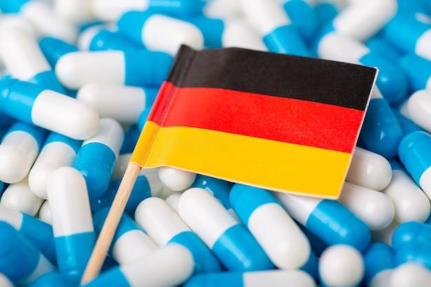 캡슐 더미에 독일의 국기