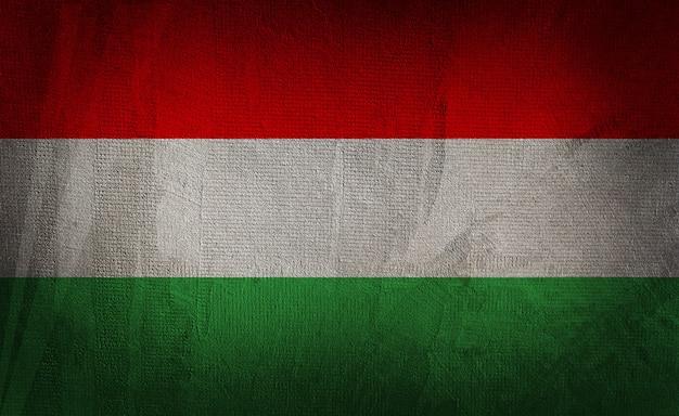 暗いテクスチャ背景にハンガリーの旗