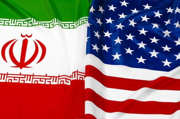 イランの国旗とアメリカ合衆国の国旗