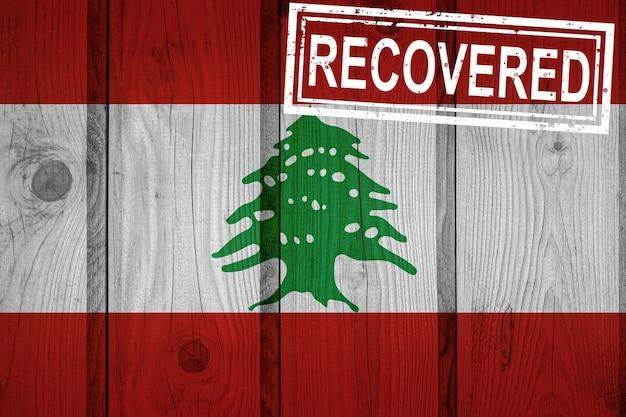 Флаг ливана, который выжил или оправился от инфекций, вызванных эпидемией коронавируса или коронавируса. флаг гранж с печатью восстановлено