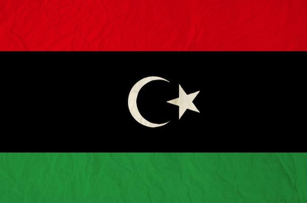 古いヴィンテージの紙のテクスチャの背景とリビアの旗