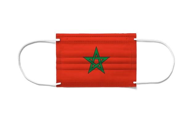 使い捨てサージカルマスクにモロッコの旗。分離された白い背景