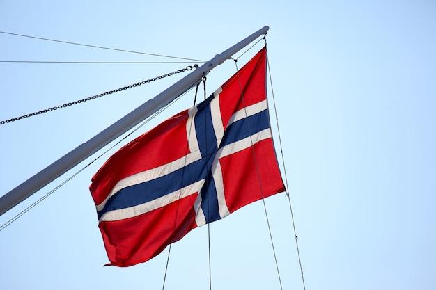 Флаг норвегии на мачте корабля