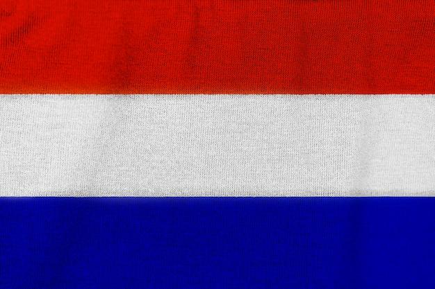工場のニット生地からオランダの旗。