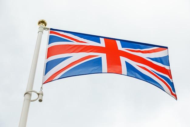 風になびかせてイギリスの旗