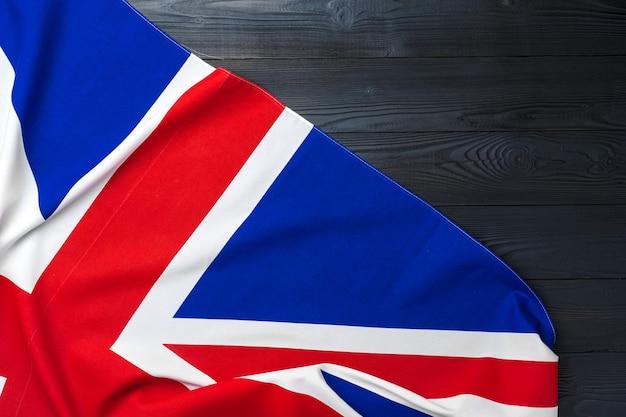 나무 배경에 영국 국기