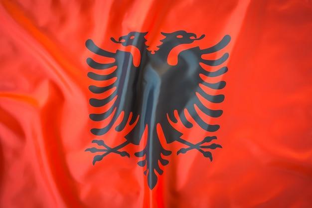 알바니아의 깃발.