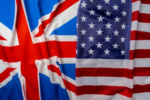 Флаги великобритании и сша, сложенные вместе крупным планом
